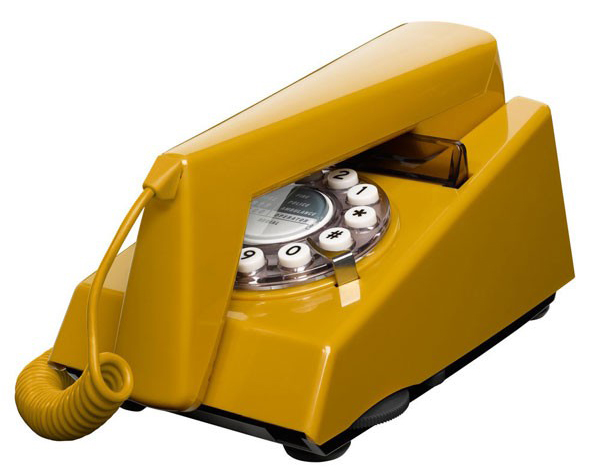 wild-and-wolf-trim-phone-old-gold