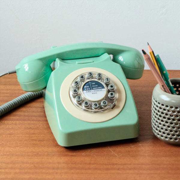 wild-and-wolf-746-phone-swedish-green3
