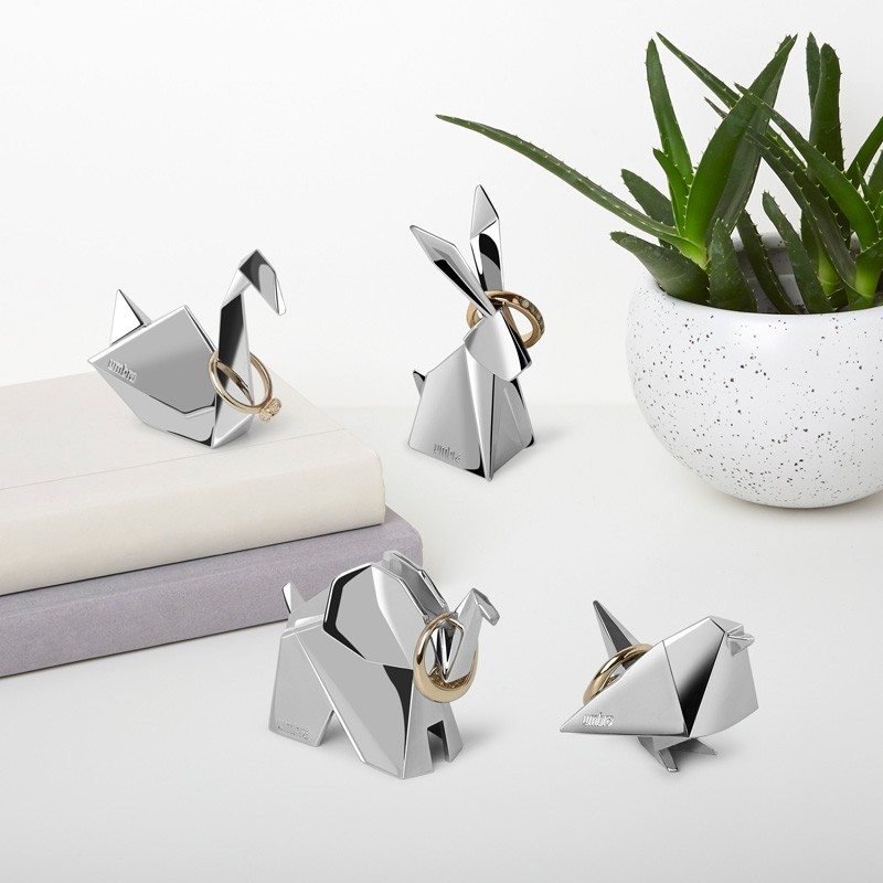 umbra-origami-ring-holder-swan-2.1519056694